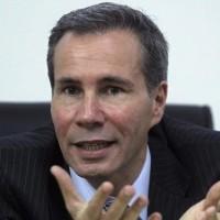 Alberto Nisman  fiscal general de Argentina, muerto de un disparo en la cabeza horas antes de testificar contra la presidenta Cristina Fernandez