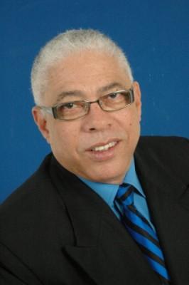 Juan TH es periodista, reside en Santo Domingo