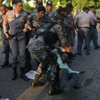 Policia agrede a manifestantes.