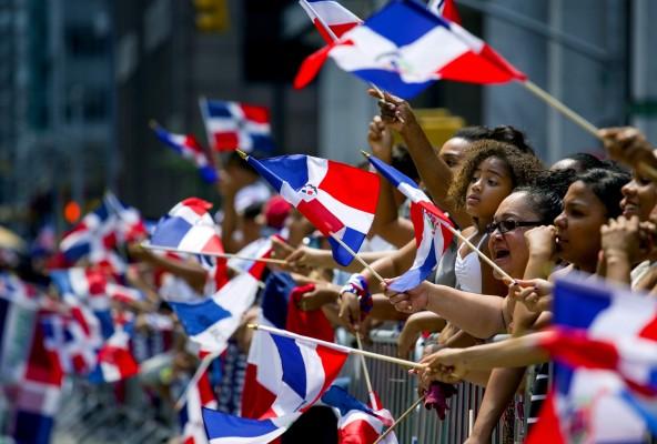 Dominicanos participando en actividades realizadas para recorder la Nacionalidad dominicana.