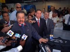 República Dominicana.- El presidente de la Junta Central Electoral (JCE), Roberto Rosario, dijo que esa entidad ya no dispone de tiempo suficiente para acoger las solicitudes de los partidos que reclaman el conteo manual de todos los votos, y no sólo los de las boletas presidenciales. sido flexible ante las