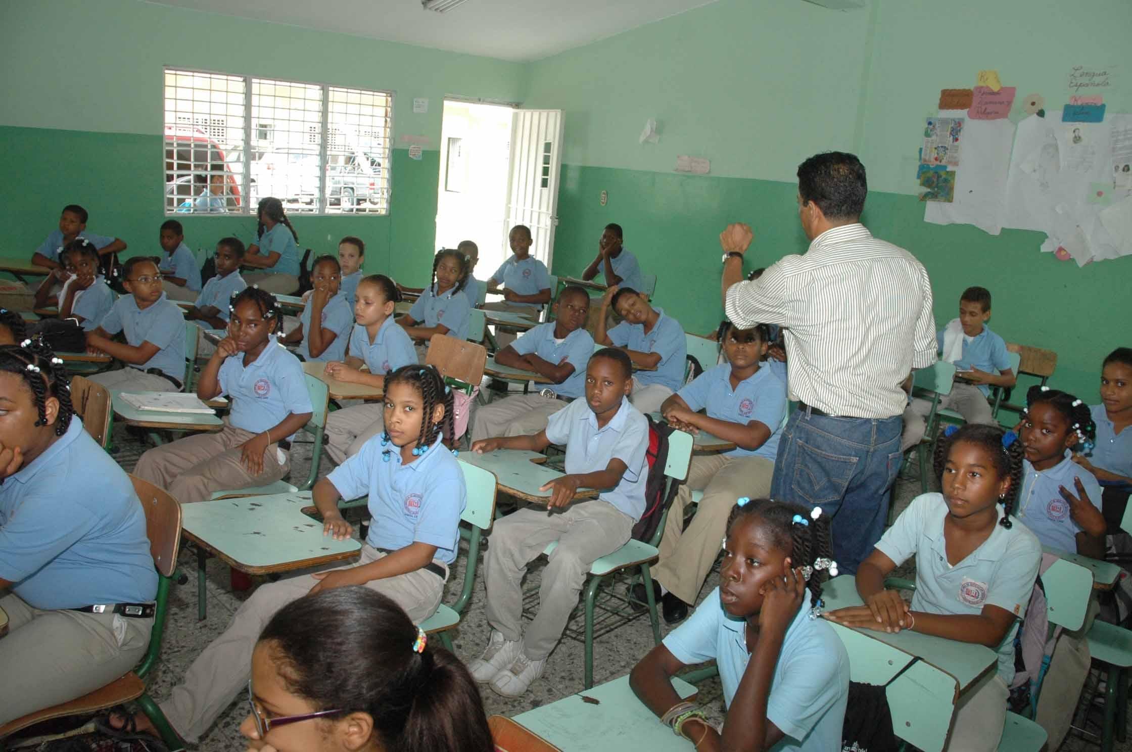 Revisar la calidad educativa en RD con vouchers