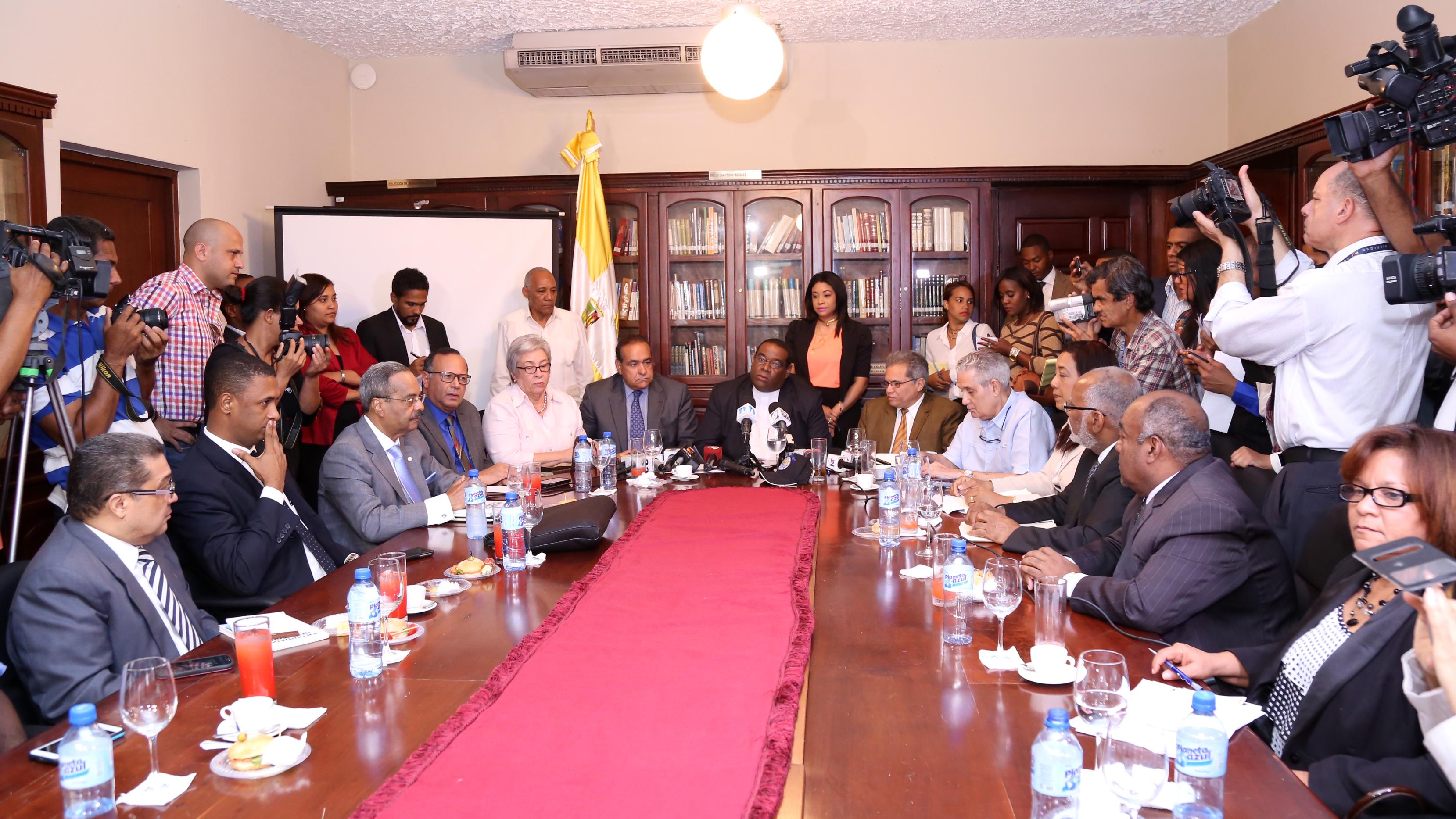 En RD el Gobierno y el Colegio Médico Dominicano llegan acuerdos