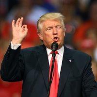 """Trump rectifica y condena al Ku Klux Klan y los neonazis: """"El racismo es el mal"""""""