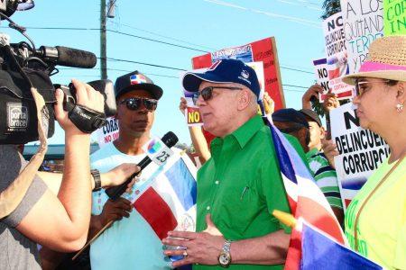 Momento en el cual el Dr. Ceballo es entrevistado por la Cadena de Television Hispana, Univision