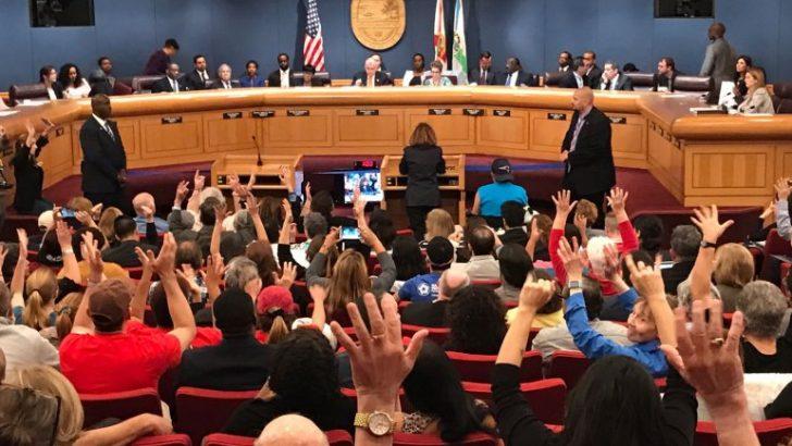 Comisión Miami-Dade debate orden de informar a Inmigración sobre indocumentados