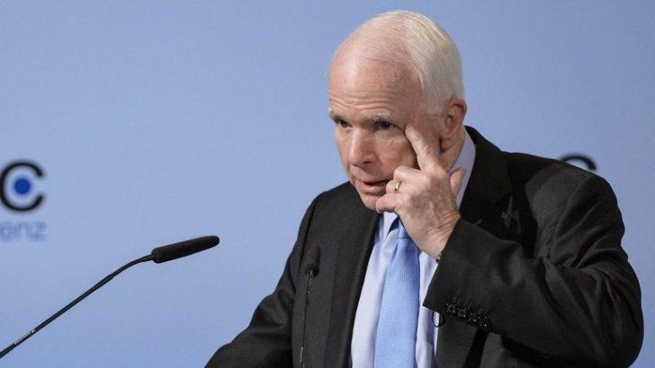 """McCain dice a Trump que """"dictadores"""" empiezan reprimiendo a la prensa"""