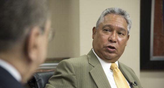 El ministro de Economía, Isidoro Santana, dice que el tema preocupa al gobierno.