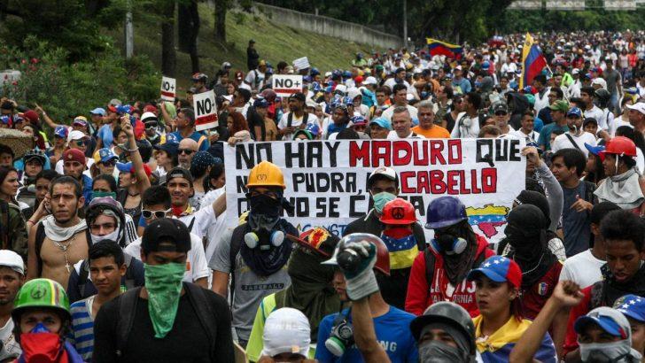 """""""Por la vida"""": oposición marcha al Ministerio de Salud"""