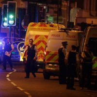 Al menos un muerto y decena de heridos deja el atropellamiento a fieles que salían de una mezquita en Londres