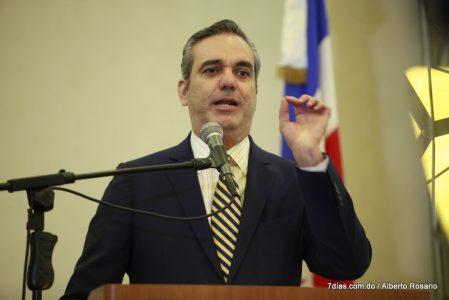 Luis Abinader excandidato presidencial del Partido Revolucionario Moderno (PRM),