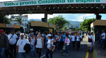 Venezolanos cruzan frontera Colombia presos de pánico por constituyente