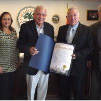 Desde la izq. Rosa Campillo, alcalde Tomás Regalado, Dr. Luis M. Campillo e Isidro Barros.