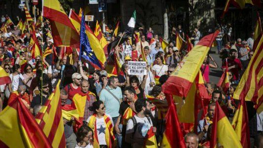 Manifestantes llegando a la plaza Urquinaona de barcelona.
