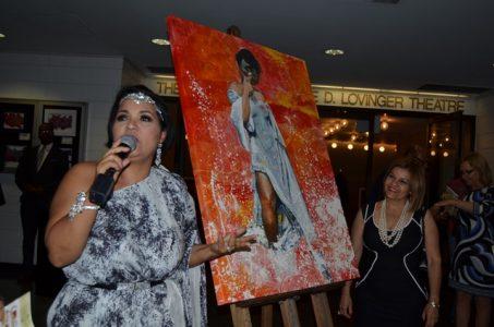 Lourdes Batista e Inés Berges durante la develacion de la pintura para dejar inaugurada la feria (principal)