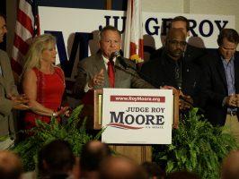 Candidato republicano al Senado por Alabama, Roy Moore, en un mitin
