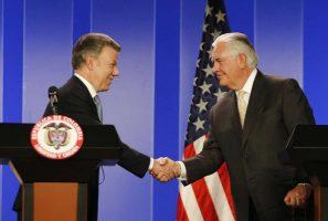Juan Manuel Santos presidente de Colombia y Rex Tillerson secretario de Estado de EE UU